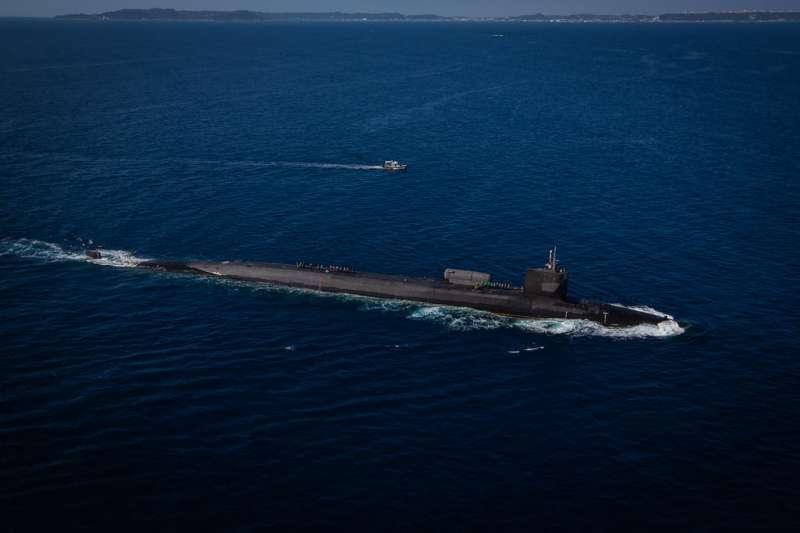 2021年2月2日,美軍俄亥俄號核動力潛艦來到沖繩,與駐守當地的陸戰隊第三遠征軍共同進行演習。(美國海軍)