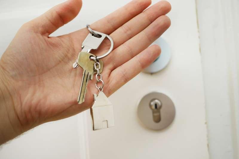 房客長期拖欠房租、把租屋處變成垃圾堆,房東可依法自保不必認賠!(圖/取自Unsplash)
