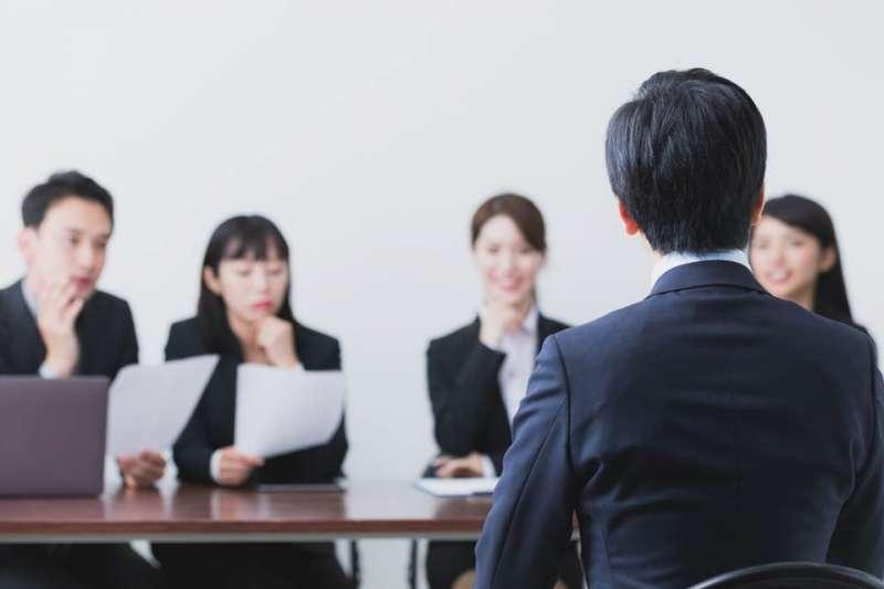 求職者面試時,該怎麼談薪水最有利呢?(圖/shutterstock)
