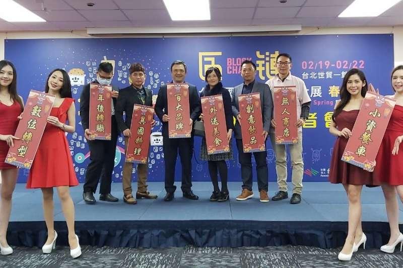 台灣連鎖加盟促進協會理事長及協會業者共同合影。(圖/台灣連鎖加盟促進協會提供)