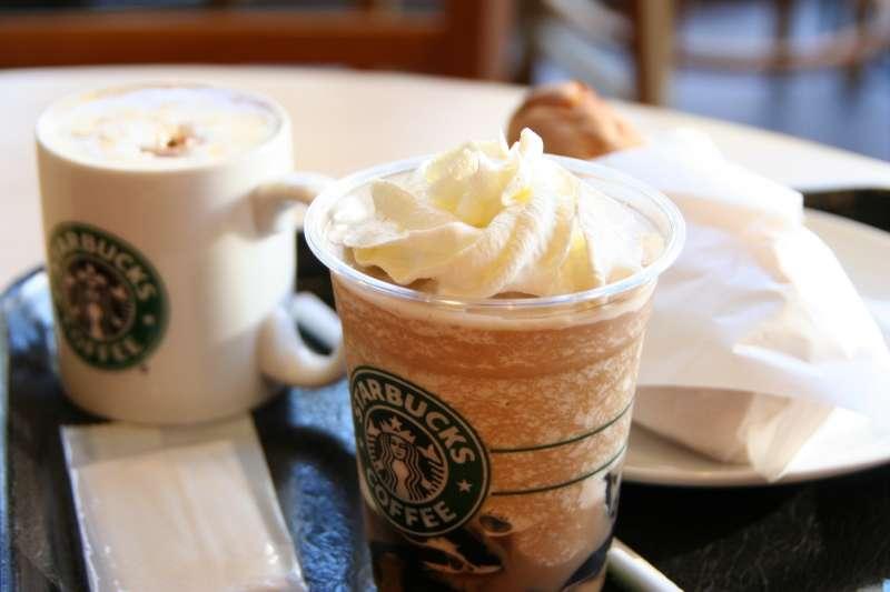 春節開工首日,各大超商和連鎖業者祭出多種咖啡飲品優惠,為上班族打氣。(圖/machu.@flickr提供)