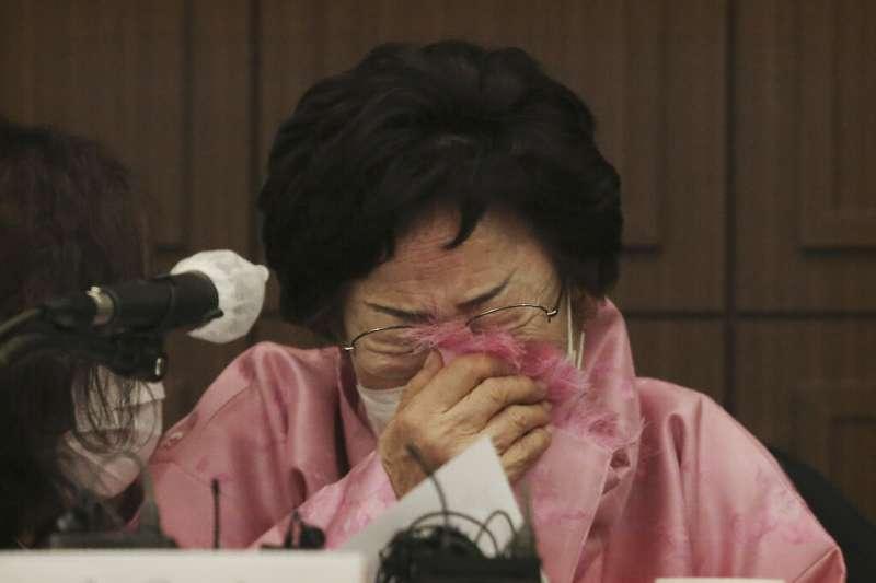 南韓慰安婦阿嬤李容洙在首爾召開記者會,呼籲日韓政府將慰安婦爭議交由國際法院(ICJ)審理。(美聯社)