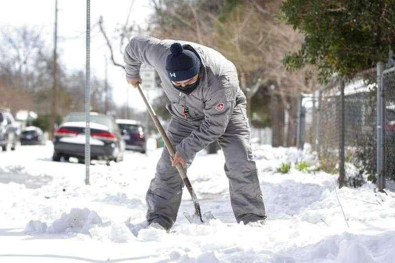 冬季風暴在美國南部肆虐,數百萬人在破紀錄低溫中無電可用。(AP)