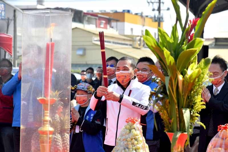 新北市長侯友宜18日上午出席泰山青年社會住宅開工動土典禮。(新北市政府提供)