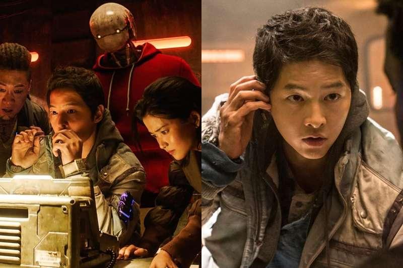 韓國科幻片《勝利號》暗藏超多「韓式洋蔥」,除了太空科幻的劇情,宋仲基和女兒純伊還有花兒的互動讓人淚流滿面。(圖/取自imdb)
