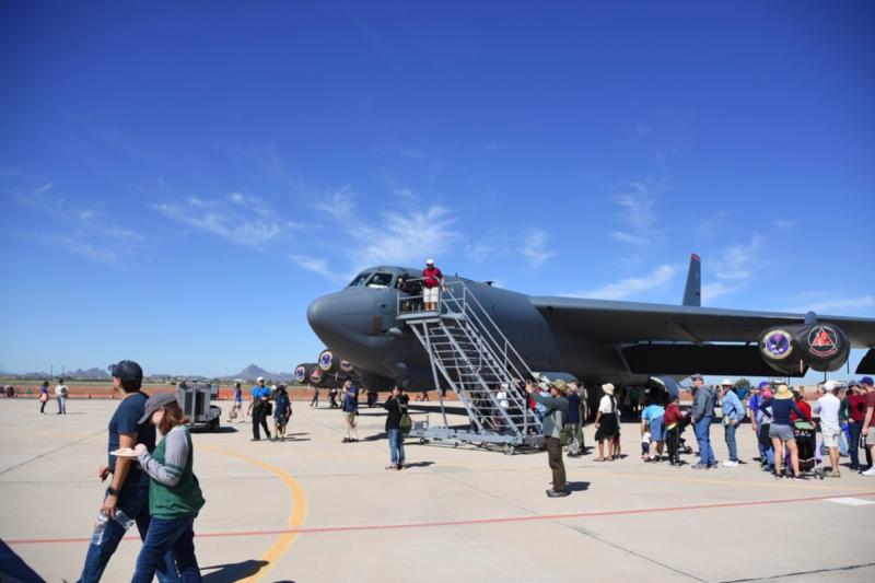 服務時間不輸給KC-135的B-52轟炸機,直到現在仍是美國空軍麾下掛彈量最高的戰略轟炸機種。(許劍虹攝)