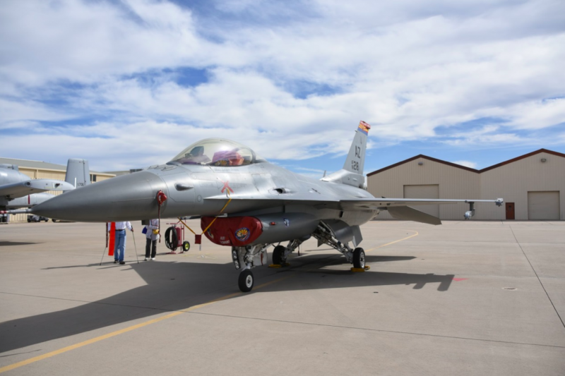 亞利桑那空中國民兵的F-16C戰鬥機,隸屬第162戰鬥機聯隊第195中隊。(許劍虹攝)