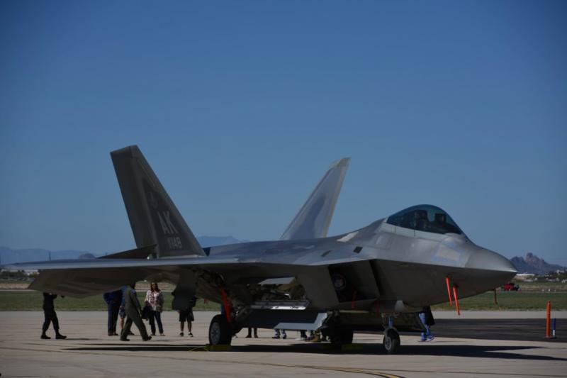 光是看到F-22A猛禽式戰鬥機,對筆者而言就已經是感動了,雖然2019年的戴維斯·蒙森基地開放活動還不是筆者最後一次看到猛禽。(許劍虹攝)