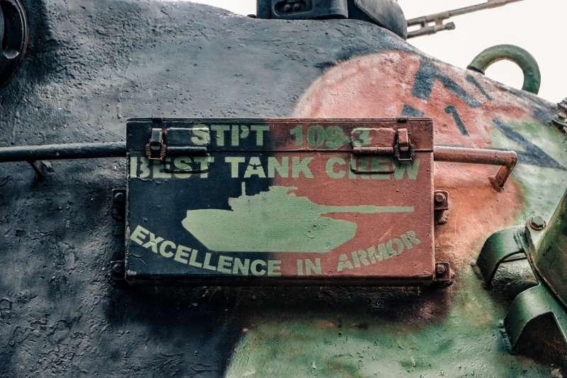 20210223-陸軍裝甲542旅戰車排完訓,其中1輛CM-11戰車訓期表現優異,獲頒「金戰車」印記肯定。(取自中華民國陸軍臉書)