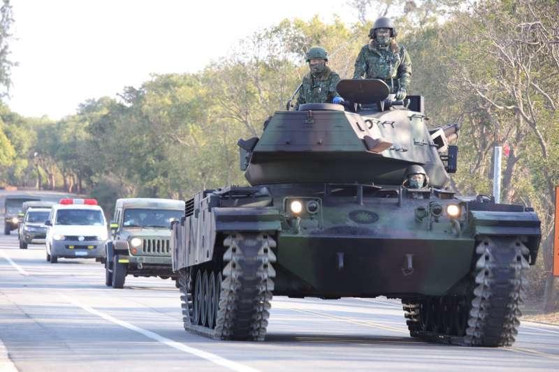 M41D以自力機動方式返回駐地期間,亦將救護車編入車隊,避免突發狀況發生。(取自中華民國陸軍臉書)