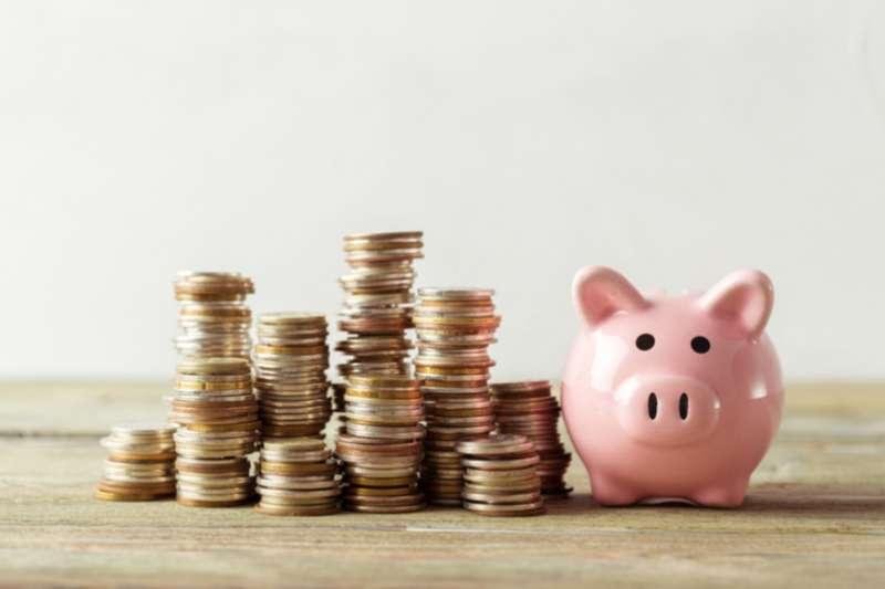 上班族的退休理財計劃,宜定位為「儲蓄存股計劃ABC」。(圖片來源:shutterstock)
