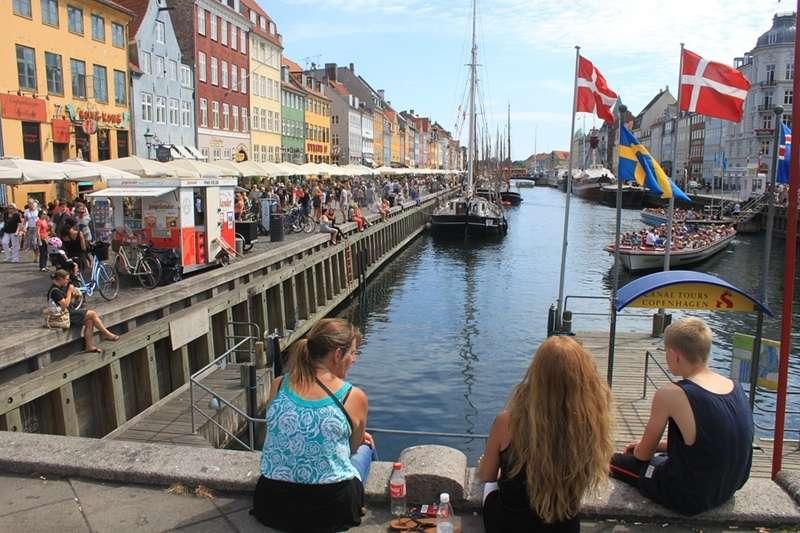 丹麥人除了重視快樂的工作環境,也很勇於挑戰職場上的各種變化。(圖/取自Pexels)