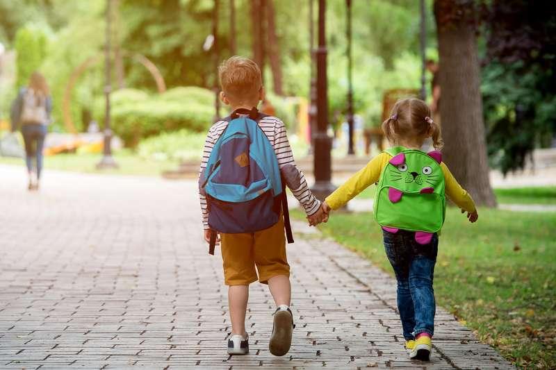 【和洲KING KONG】緊鄰文青雙語國中、國小,強調小孩以後自己就能走路上學,父母免塞車接送。(圖/富比士地產王提供)