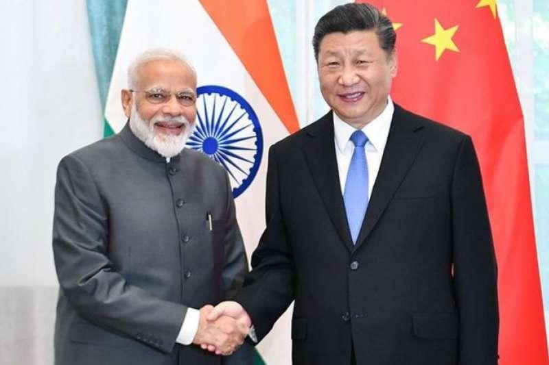 中印高層曾經往來密切,協調參與聯合國、世界貿易組織、金磚國家、二十國集團、上海合作組織和中俄印等機制。圖為中印領導人習近平與莫迪。(新華社)
