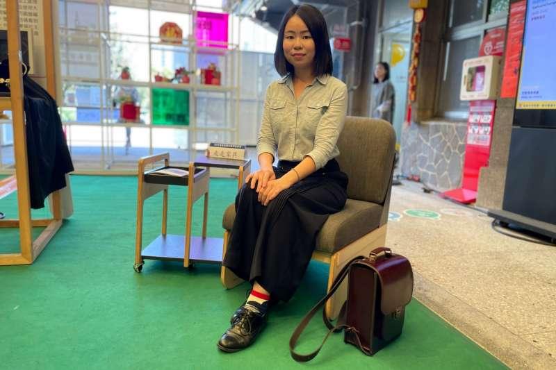 第一屆最佳市場機會獎「走走家具」創辦人宋倍儀展示模組沙發。(圖/百萬創客擂台競賽小組提供)