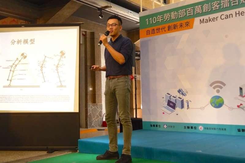 第二屆冠軍「全身型外骨骼機器人」創辦人林宗正分享參賽心得與經驗。(圖/百萬創客擂台競賽小組提供)