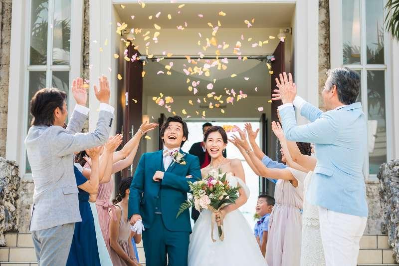 許下一生的誓言,這樣的浪漫和幸福,就是沖繩的魅力。(圖/沖縄縣産業振興公社)