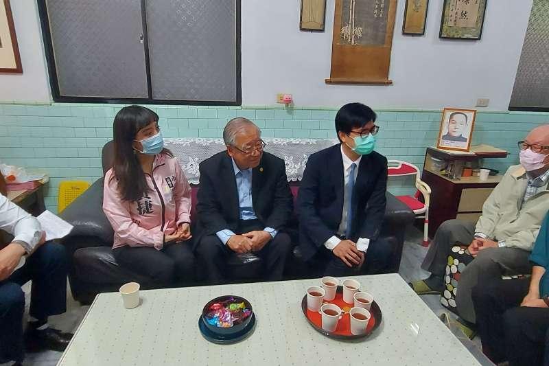 高雄市長陳其邁拜訪蘇泰山家屬蘇國偉、蘇國禎。(圖/高雄歷史博物館提供)