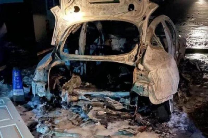 上海某社區有1台特斯拉Model 3發生起火爆炸事故,引發中國網友對電動車安全性的討論(圖片來源:經濟日報-中國經濟網)