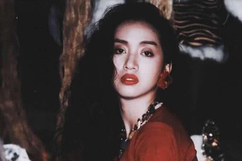 顛覆性別、叛逆、勇敢做自己…百變面貌深植人心,回顧一代香港傳奇巨星梅艷芳
