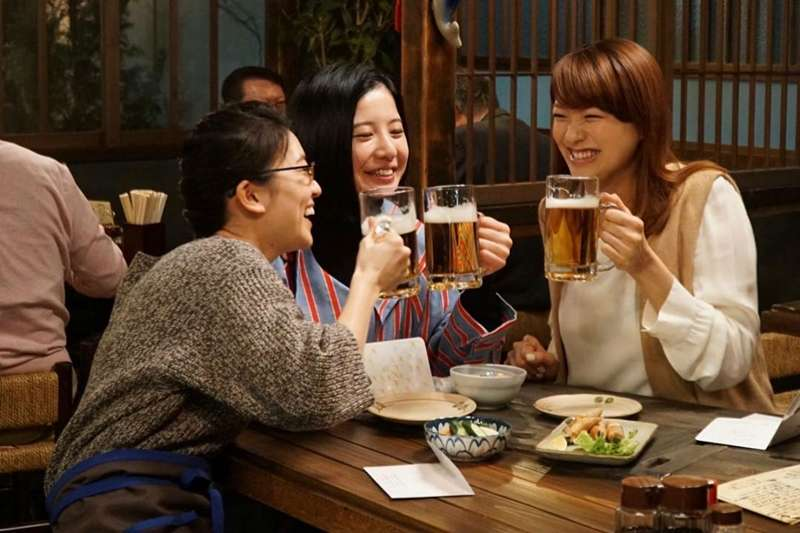 人生這條路上,朋友用不同的方式豐富彼此的生活,國外網站《Lifehack》整理出7種值得深交的朋友。 (圖/日劇《東京白日夢女》劇照)