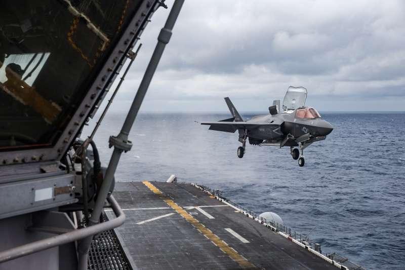 美軍「美國號」(USS America)兩棲突擊艦上的F-35B。(美國海軍官網)