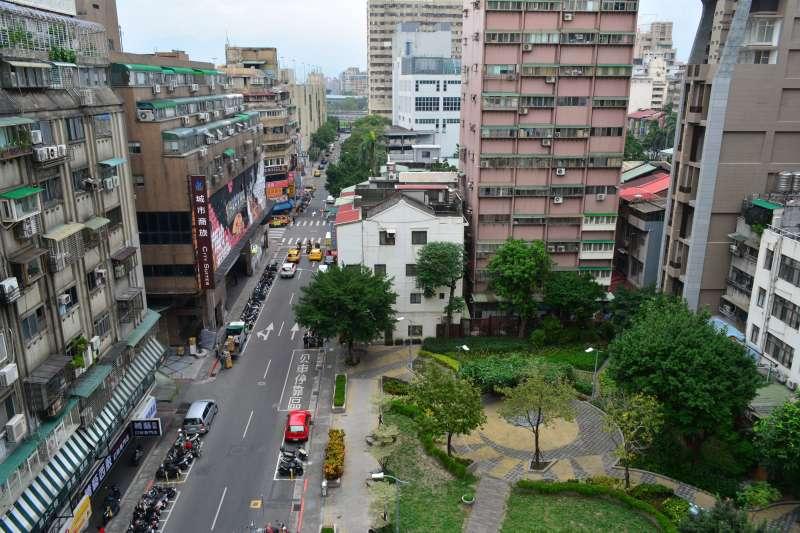買房風氣大風吹!他認為,雙北以外的縣市,房地產買氣將持續上升。(圖/HKMAA@flickr提供)