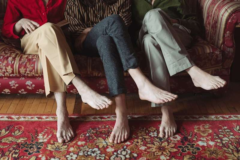 長期翹腳容易對身體造成危害,甚至可能影響精子量!(圖/取自Pexels)