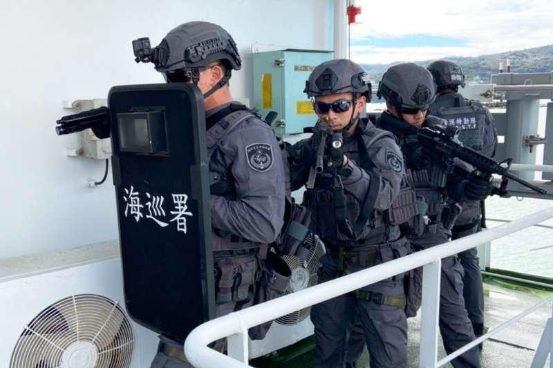 要成為海巡署三棲特勤隊員,得先經過為期30周、3階段訓期。圖為海巡特勤隊訓練畫面。(海巡署提供)
