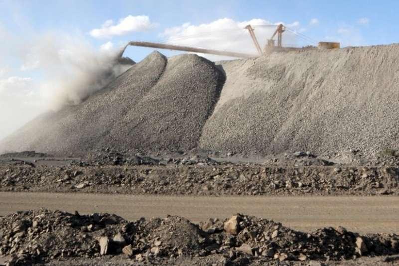 中國的稀土儲量居世界第一。中國媒體報導說,中國稀土儲量的90%集中在內蒙古的白雲鄂博稀土礦。(BBC中文網)