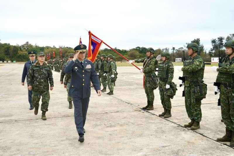陸軍金門防衛指揮部日前舉行「金門守備大隊步兵第2營編成典禮」。(取自青年日報)