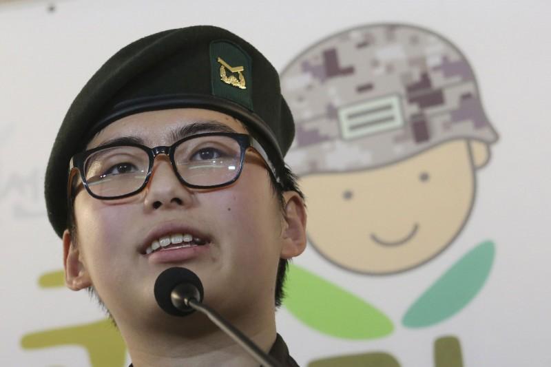 南韓前陸軍下士卞熙秀因進行性別重置手術而遭強迫退伍,日前被發現在住處身亡(資料照,AP)