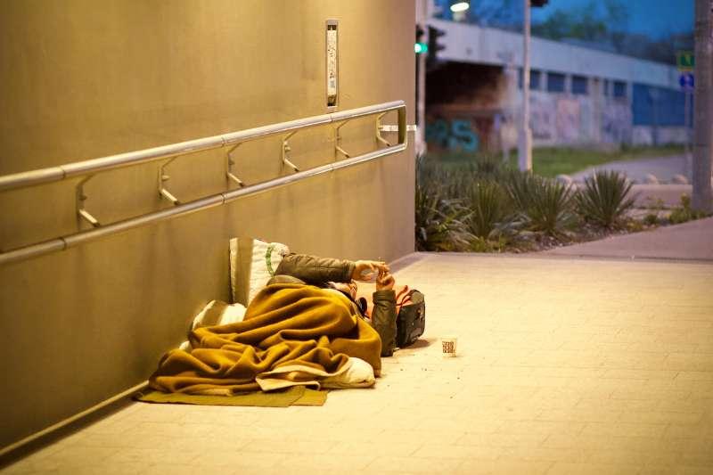 貧困是社會中每一個人都應該要正視的問題,若置之不理,漠視人權,只會造成連續效應。(圖/取自unsplash)