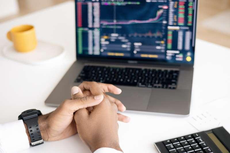 小資族也能靠ETF輕鬆賺錢嗎?這4個投資策略讓投資變得事半功倍!(圖/取自Pexels)