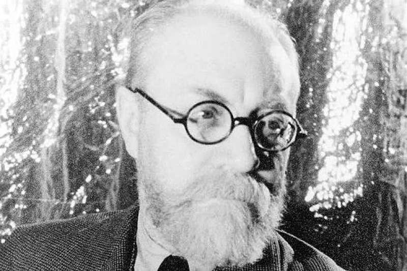 筆者認為,馬諦斯讓觀者對於圖繪空間的解讀更加複雜,難以忽視的斜角令立體的世界乍限於平面之上。(取自維基百科)