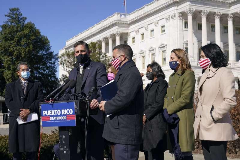 波多黎各想成為美國第51州,圖為支持此立場的民主黨聯邦參議員海因里希(AP)