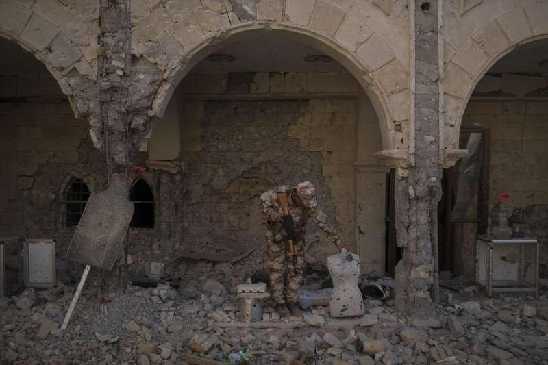 恐怖組織伊斯蘭國(IS)被消滅2年,實際上潛伏在民間集結力量,恐怖攻擊也沒有停過。(AP)