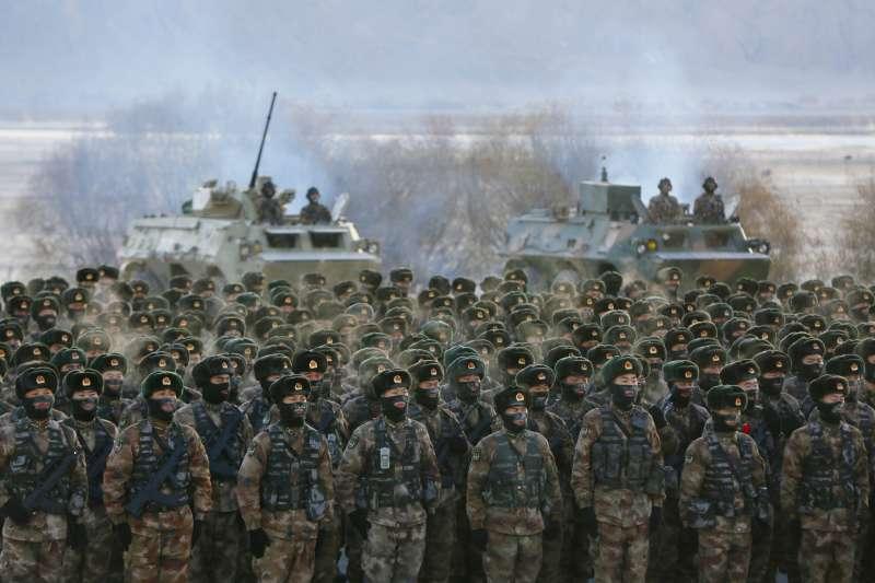 2021年1月,中國人民解放軍在新疆進行訓練(AP)