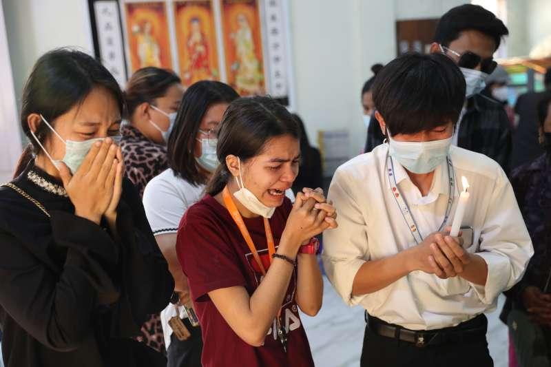 2021年3月,緬甸民眾示威抗議軍政府暴政,19歲少女鄧家希(Kyal Sin)不幸遇害(AP)