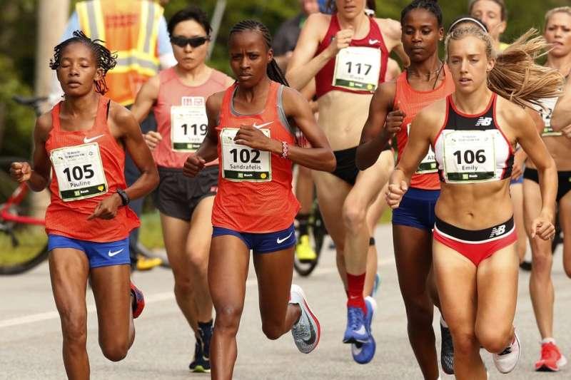 馬拉松女子組比賽。(AP)