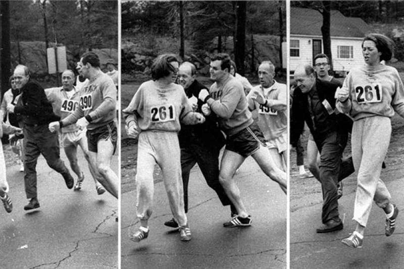 威斯策(Kathrine Switzer)1967年參加波士頓馬拉松比賽,遭到驅趕下場,所幸在旁人幫助下,跑完全程。(取自kathrineswitzer.com)