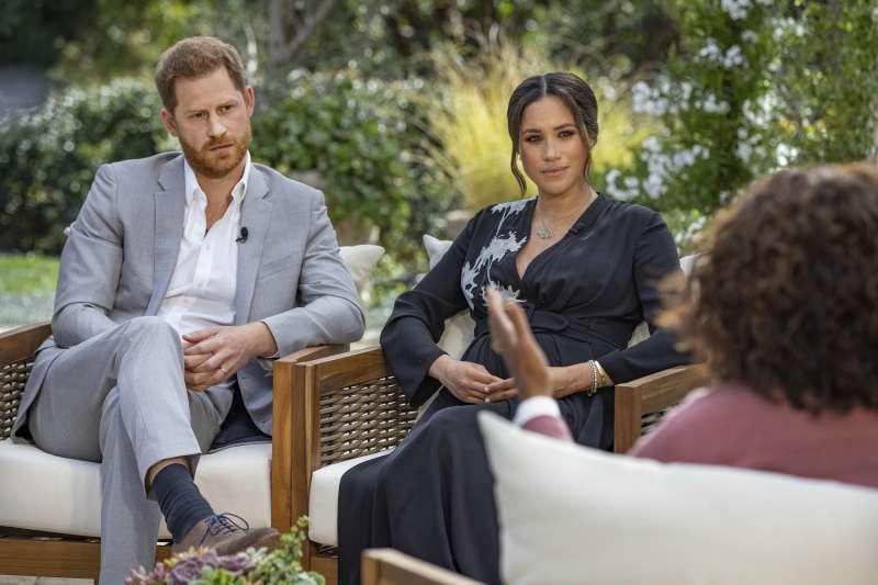 英國哈利王子和妻子梅根在脫口秀上爆料皇室內幕,引爆全球輿論。(AP)