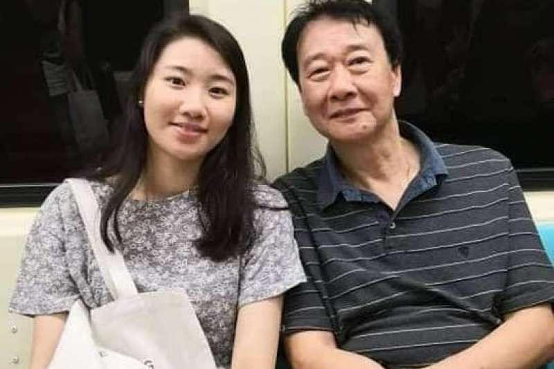 在韓國攻讀博士的台灣女學生曾以琳(左)去年在首爾街頭遭男子酒駕撞死,韓國法院14日對肇事者判處8年徒刑。曾以琳父親曾慶暉(右)說,對判決不滿意。(圖/取自林宛靜@Facebook )
