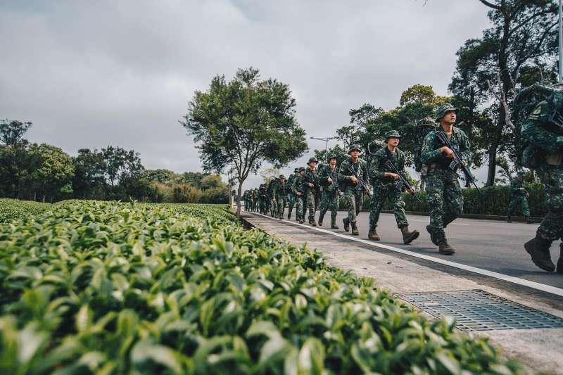 陸軍特戰指揮部特2營9日上午展開為期21天的「戰術任務行軍訓練」。(取自軍聞社)