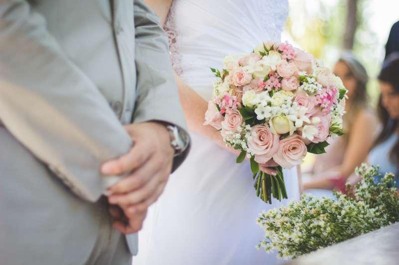 結婚後買房夫妻各要出多少錢呢?(圖/取自Unsplash)