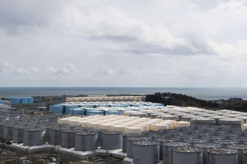 311浩劫十周年。圖為福島核災之後用來存放輻射廢水的金屬桶(AP)