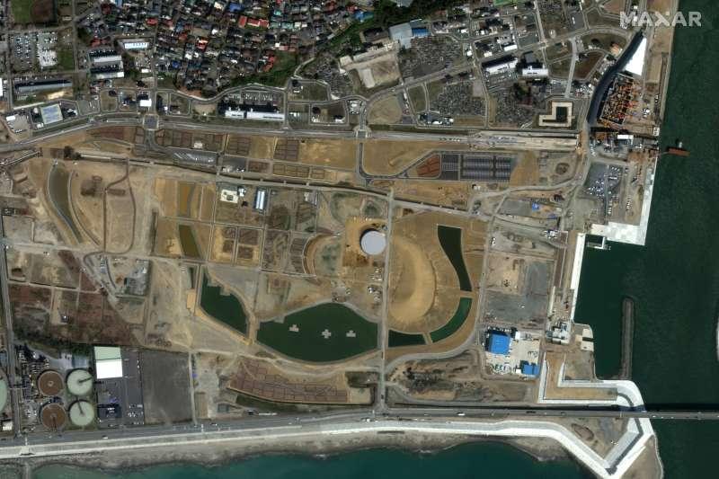 311浩劫十周年。圖為2021年2月,福島第一核電廠廠區衛星照。(AP)