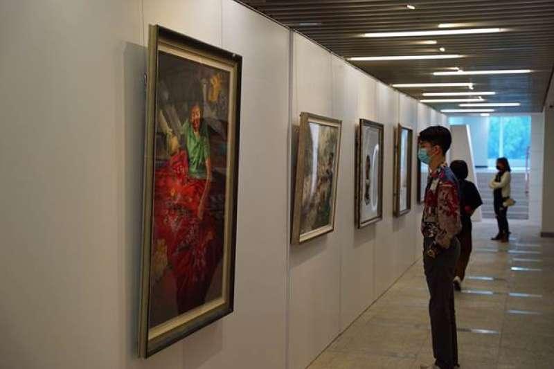 109學年度全國學生美術比賽參賽作品超過八千件,其中101件作品獲選優等,從3月11日至3月21日在國立公共資訊圖書館總館1-5樓展出。(圖/國立公共資訊圖書館總管提供)