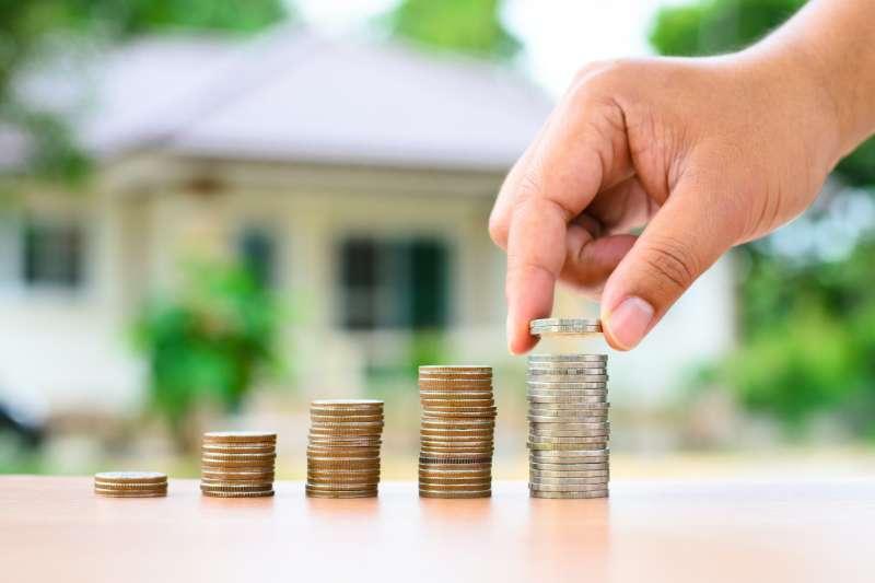 想用名下房產辦理借款增加資金調度的空間,可以請銀行業者協助試算相關費用,並且貨比三家不吃虧。(圖片來源:21世紀不動產)
