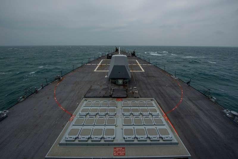 美軍太平洋艦隊柏克級驅逐艦芬恩號11日上午通國台灣海峽。(取自U.S. Pacific Fleet臉書)